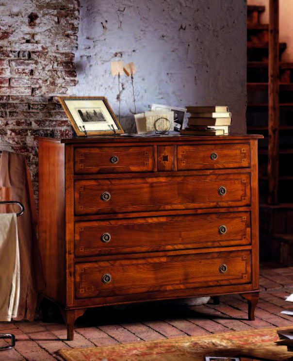 01.06.353 Chest of drawers with inlay