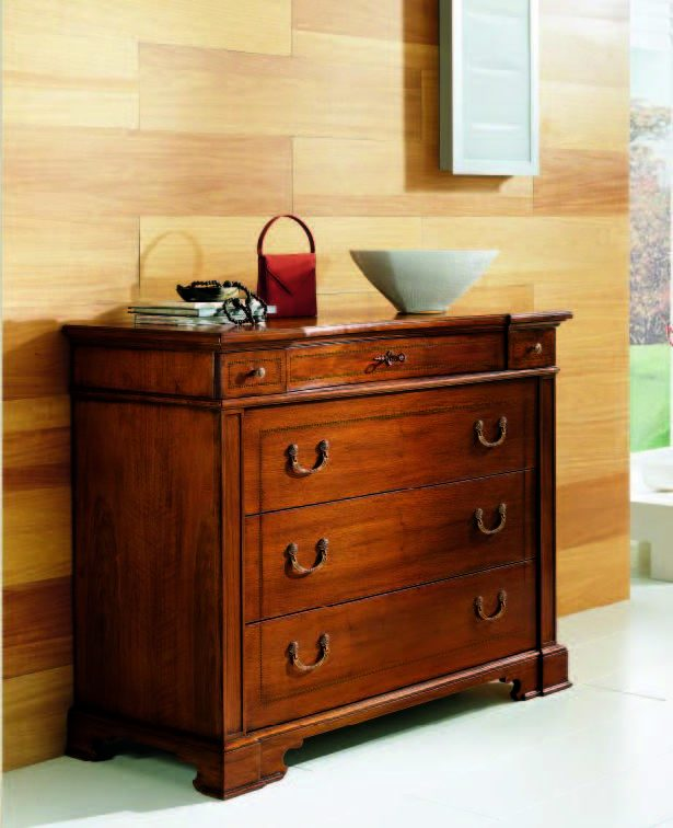 05.06.346 Chest of drawers