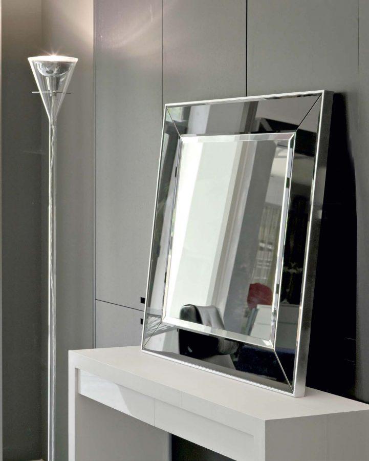 Facettierte-Spiegelzentrale-mit-Seitenstreifen_242.153N